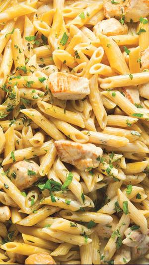 Simple One Skillet Chicken Alfredo Pasta